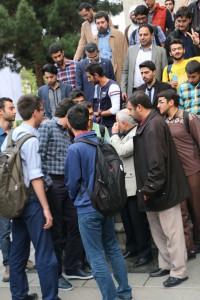 پرسش و پاسخ دانشجویان با استاد عباسی پس از اتمام مراسم